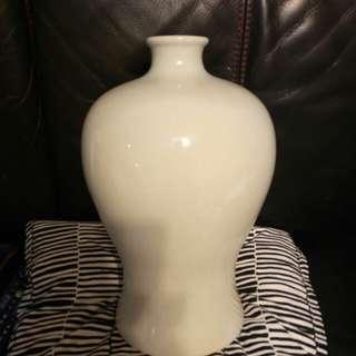 高14吋白釉梅瓶
