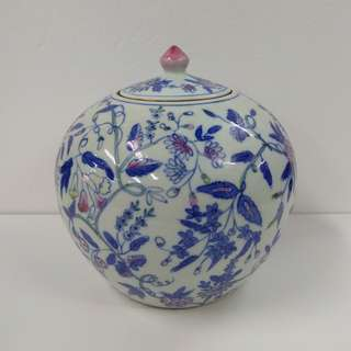 Special Artistic Porcelain Ornamental Jar melon shape with flowers and leaves pattern