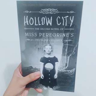 Hollow City: Miss Peregrine's Peculiar Children (Book 2)