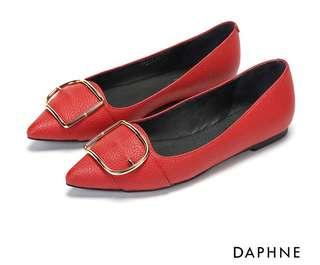 達芙妮 舒軟素色皮革紋金屬釦平底鞋