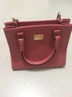 粉紅小手袋