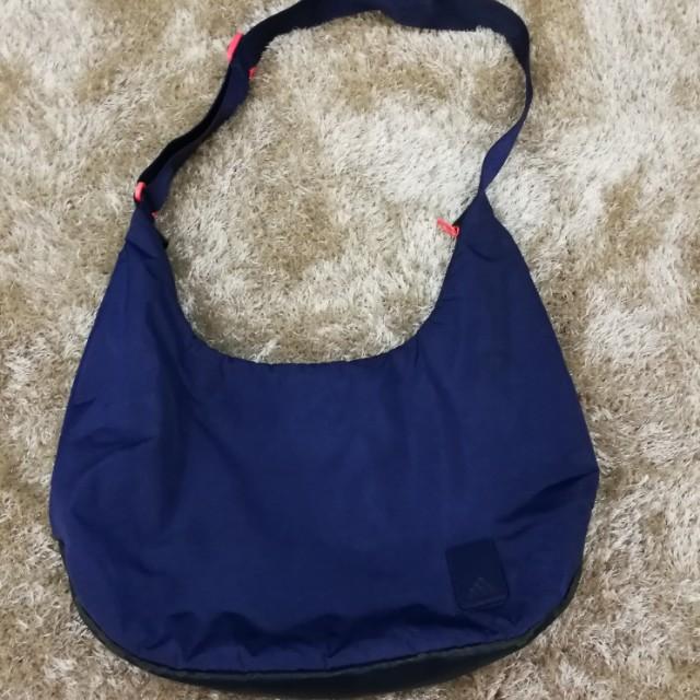 Adidas (ORIGINAL) sling bag for Women 00cb617d57ca4