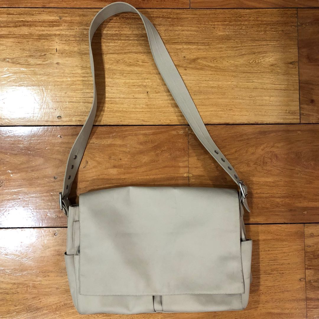 ba0aee2d9a Authentic Pre-owned GAP Messenger Bag