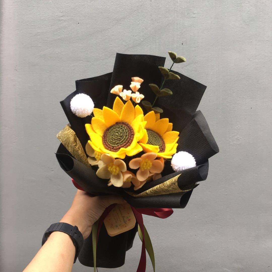 Buket Bunga Flanel Flowers Bouquet Desain Kerajinan Tangan Barang Aksesoris Kerajinan Di Carousell