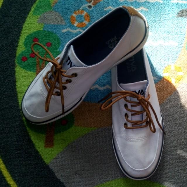 15b3943209c4 FILA tiva shoes