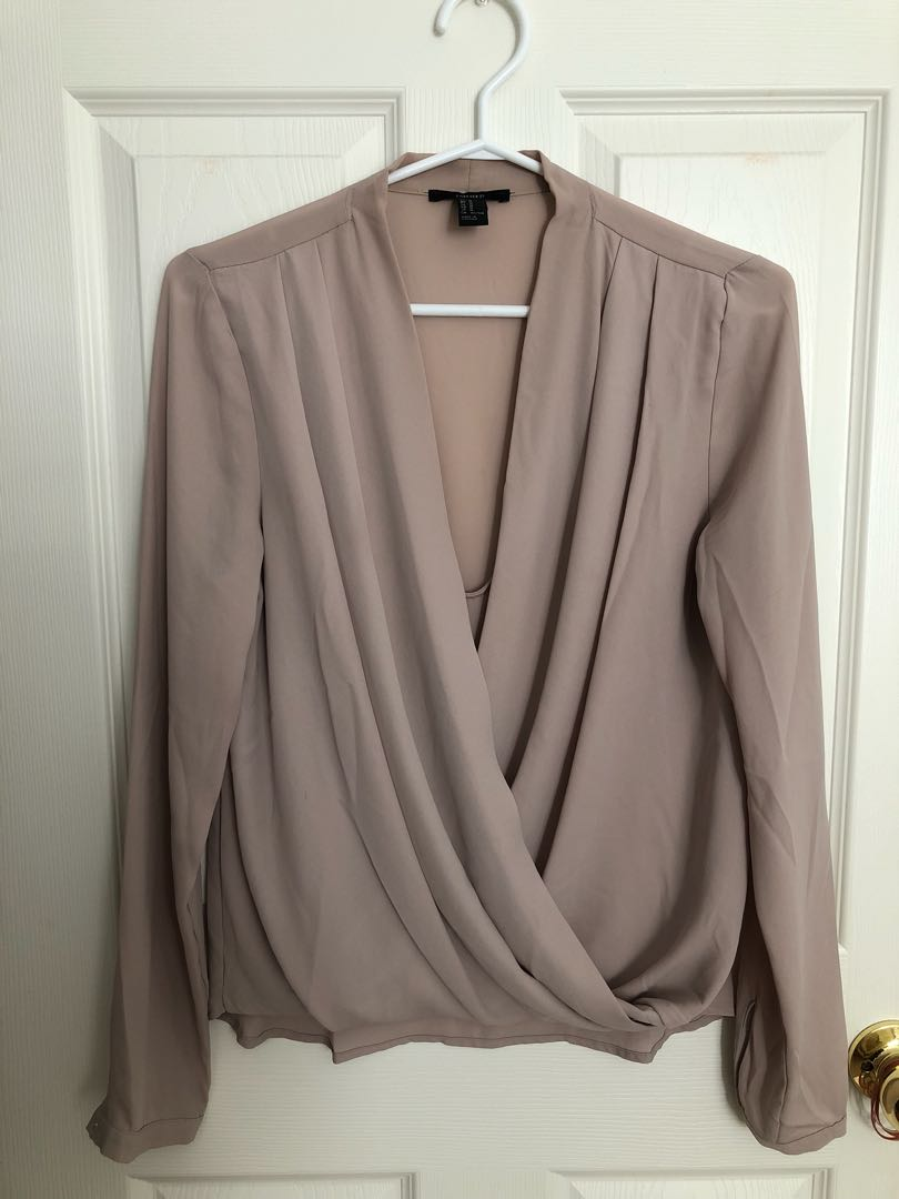 Flowy blouse with front detail - Size M