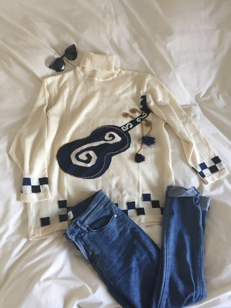 Knit jumper with violin pattern