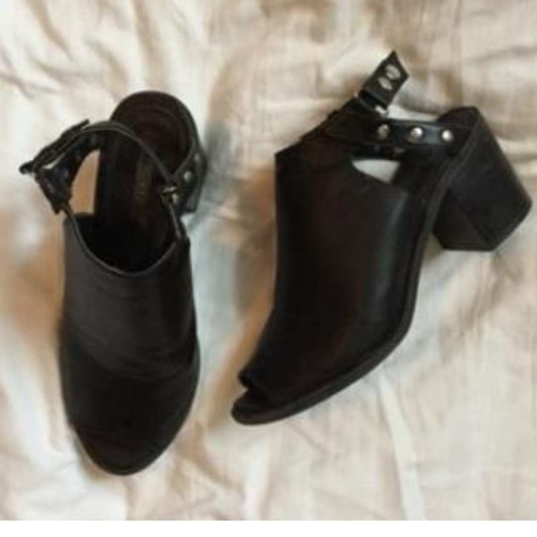 LEATHER OPEN-TOE MULES F21
