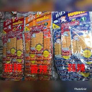 好吃的泰國魷魚片,會讓您ㄧ直吃,停不下來 1大包只要100元(12+1包) 紅色甜辣2018/05/20,剩22包 藍色蒜辣2018/05/18,剩2包 黃色酸辣2018/04/25,剩1包