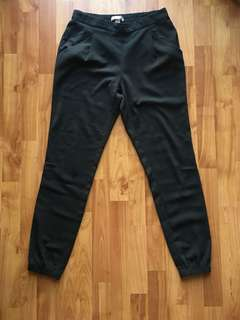 Dress pant with pocket