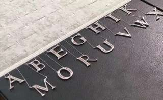 日本產鑽石18k字母頸鏈 低至1999