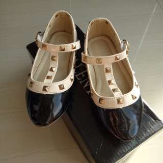 Sepatu anak valentino