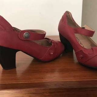 Size 6-7 worn once red heels super soft