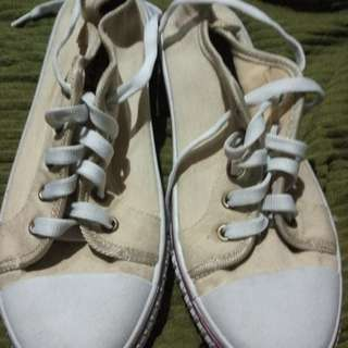 Selling light brown shoes