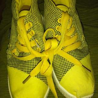 Selling china huike yellow shoes