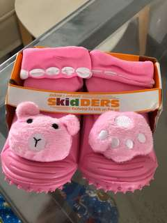 Skidders pink rubber soft shoes
