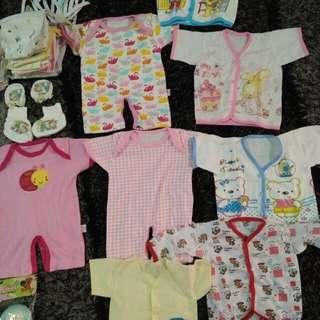 perlengkapan bayi,baju,popok,gurita,kethu bayi,baju,set kaos kaki tangan