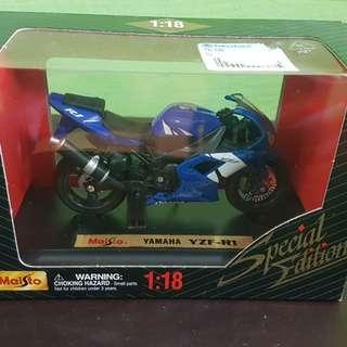 Yamaha YZF-R1 02-03 1:18 Model