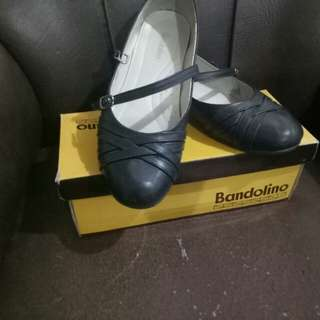 black shoes bandolino