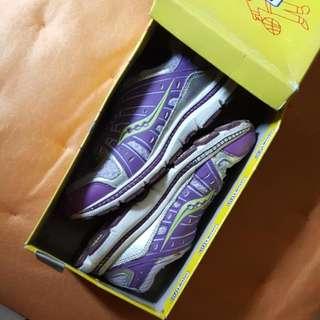 saucony rubber shoes