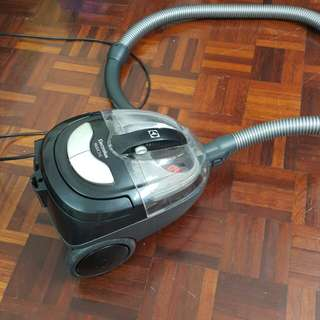 Electrolux Vacuum Cleaner (MobiOne)