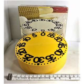 BIG TIMER!!! VTG BIG ROUND KITCHEN TIMER.  WALL MOUNT OR COUNTER