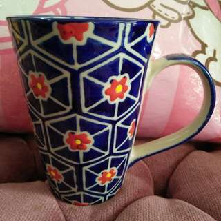 是臺灣製造手拉培杯子