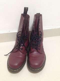 Dr. Martens 10-eye boots