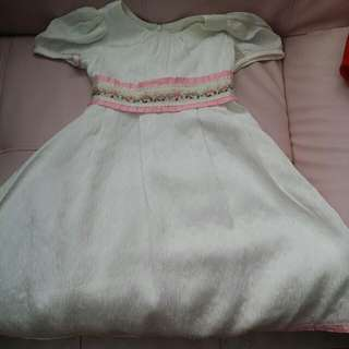 BABY CLOTHES REDELTA WEDDLING/PARTY DRESS FOR 6-7YEARS.