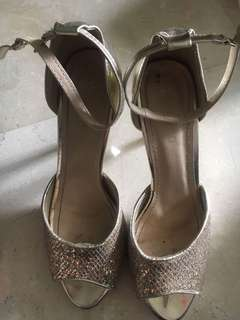 Moscato Heels Gold