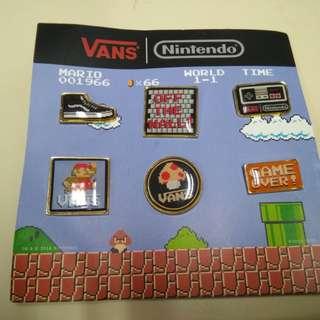 Vans Nintendo紀念金屬襟章一套6個,底紙有輕微摺痕,完美主義者勿入。