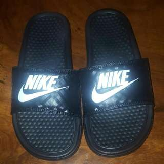 Nike Slides *authentic*