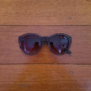 Quay Black Round Cut-Out Sunglasses