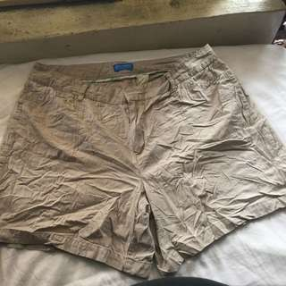 DOCKERS women beige plus size ladies walking shorts 18