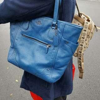 🚚 COACH藍色側背包