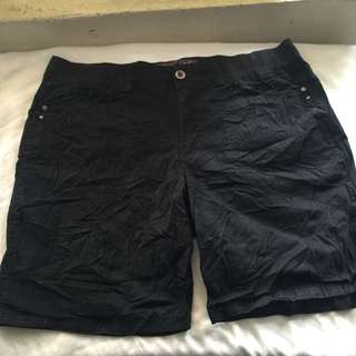 GLORIA VANDERBILT black gartered waist plus size ladies walking shorts 16