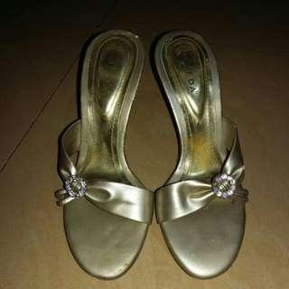 AVEDA Elegant heels