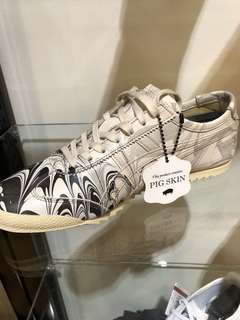 ‼️LOOKING FOR‼️ Onitsuka tiger pig skin