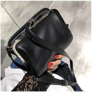 🚚 VM 2018新款 簡約時尚日系立體百搭 雙層暗黑系 手拿/斜跨小方包