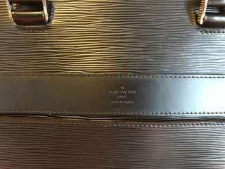 Men louis vuitton AUTHENTIC epi leather bassano mm black 2012