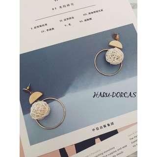 白色波波耳環 -店主實物拍攝 -只限耳環包郵  HK$48 歡迎inbox我 / wt app:53058247☺️