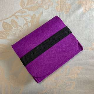 Felt pouch with elastic band (purple)