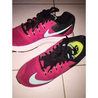Nike shoes ori