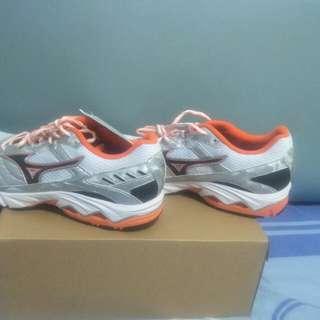 Mizuno Wave Glory Sportshoe Size 8