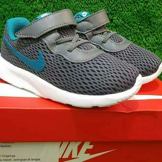 Nike Tanjun Dark Grey (foto geser ➡)