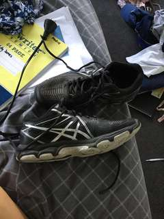 ASICS WOMENS US 8 MAKE A OFFER IF YOU WANT