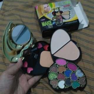 Makeup Kit sudah lengkap sekali #orangutan