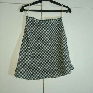 Checkered mini-skirt 90s style