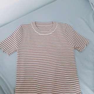 藕粉色荷葉邊條紋上衣