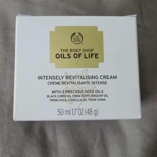 The Bodyshop Oils of Life Intensely Revitalising Cream